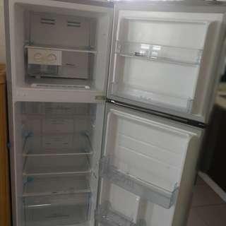 Refrigerator 270l hisense