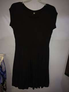 BLACK UNIQLO DRESS WITH SLEEVES
