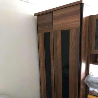 3尺胡桃木趟門衣櫃