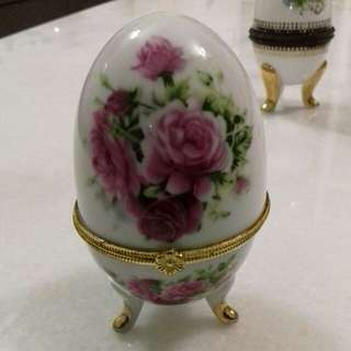Vintage porcelain jewellery egg