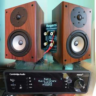 Music system England Cambridge amp with Roger speaker