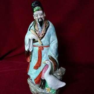 粉彩王羲之爱鹅瓷塑像