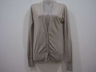 Womens Uniqlo Basic Ultra Light Longsleeve Grey Knitted V-Neck Button Up Cardigan Top.