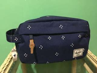 Herschel Chapter Travel Kit in Blue