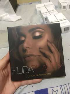 Huda Beauty Highlighter 3D Palette