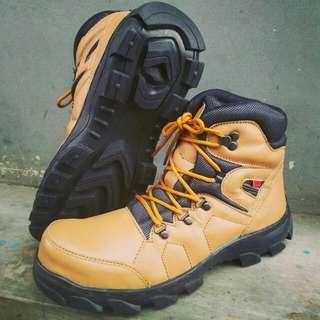 Sepatu sefty kulit