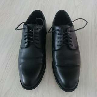 PERRY ELLIS Black Shoes