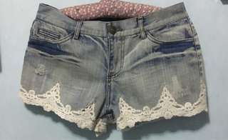 Maong shorts with lace design