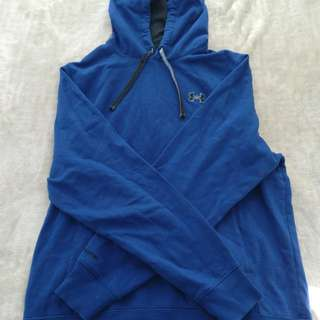 Under Armour L sweater