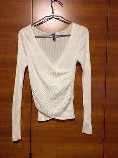 H&M Top sweater y shaped
