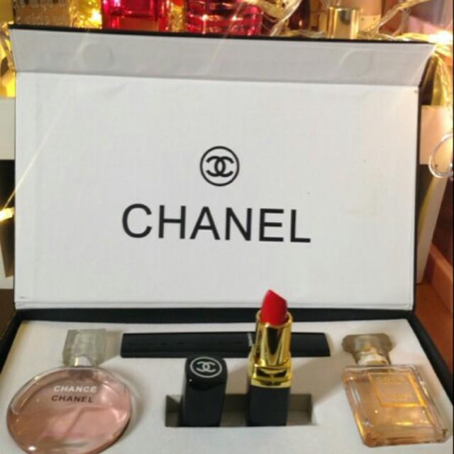 Chanel makeup + parfum