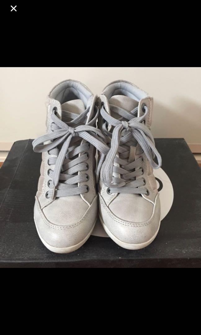 Metallic grey wedge shoes with platform