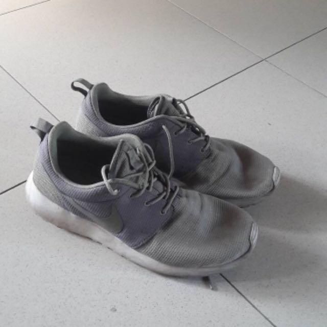 f25a40f145e Nike Roshe Run Cool Grey Green White