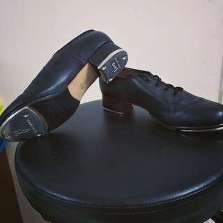 🚚 爵士踢踏鞋/原價2100/因課程需要買的/一學期18週,扣除翹課、放假、跟老師開槓,應該也是穿沒幾次吧