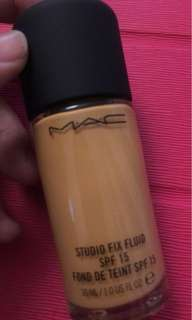 Mac STUDIO FIX FLUID Foundation NC42