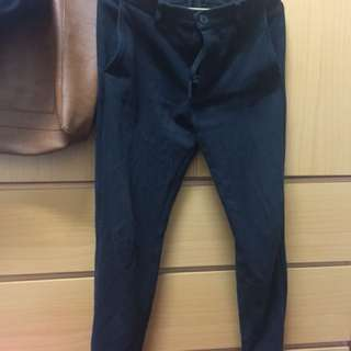 🚚 Uniqlo螺紋縮口褲