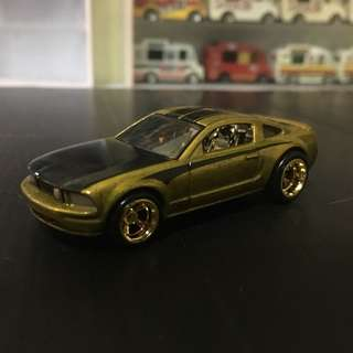 Hotwheels $TH 2005 Ford Mustang GT
