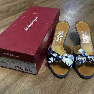 80% New Salvatore Ferragamo Demin Heel Sandle with Bowknot Detail