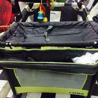 Playpen/baby cot