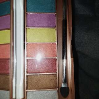 "Eyeshadow Palette Sari Ayu ""Color Trend Inspirasi Jakarta"""