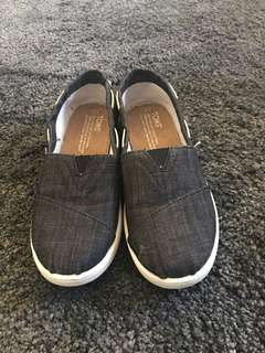 Brand new toms Size 3Y