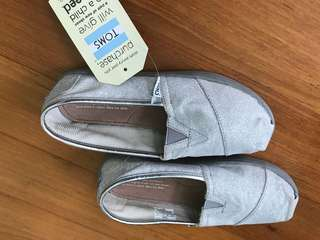 TOMs New NWT Silver Glitter Shoes Kids 2.5