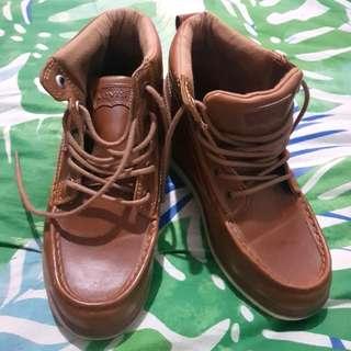 Origina Levi's Highcut shoes