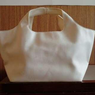 白色手提小包