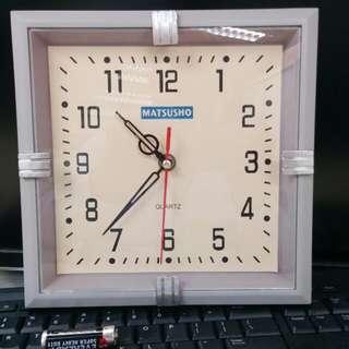 Wall Clock  约9吋丁方。