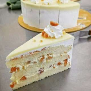 White Chocolate Macadamia nuts Cake