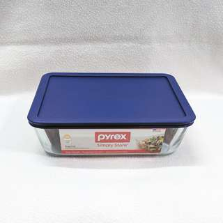 Pyrex Simply Store 2.6L (11 Cups) Glass Container with Lid  -  Freezer, Oven & Microwave Safe