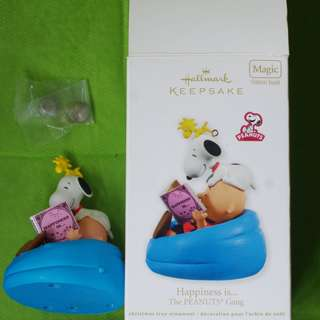 絕版-HALLMARK-KEEPSAKE ORNAMENT-Snoopy-Happiness is..-The Peanuts Gang-w/sound-聖誕掛飾 . M-003