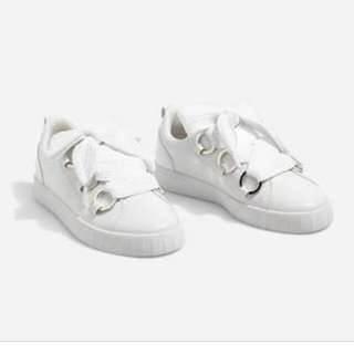 White sneakers from stradivarius