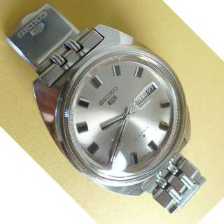 Authentic Seiko 5 automatic watch in superb condition .