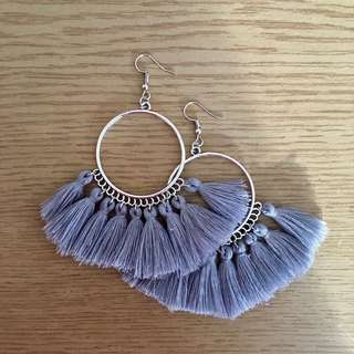 TASSEL EARRINGS NEW GREY