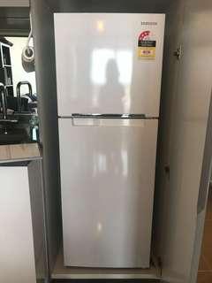 SAMSUNG SR254MW white fridge