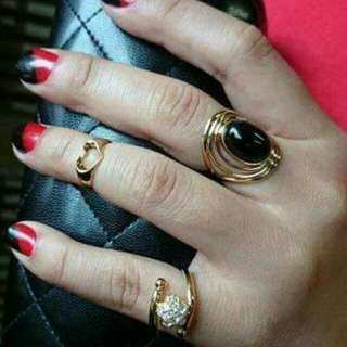 Japan 18k gold ring w/ onyx stone