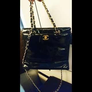 Chanel Vintage黑色漆皮袋