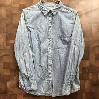 🚚 Uniqlo淺藍牛仔花紋襯衫