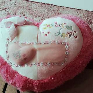 Bantal love pink