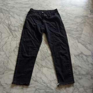 ✅NEGO frayed boyfriend jeans