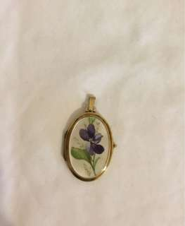 Vintage 9ct gold locket pendant