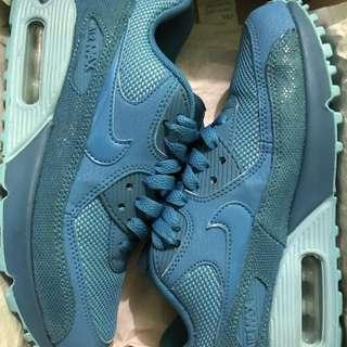 Preloved Sneaker size 4.5y