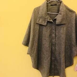 🚚 灰色斗篷外套