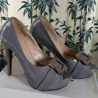 High heels nine west