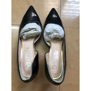 Daphne heels