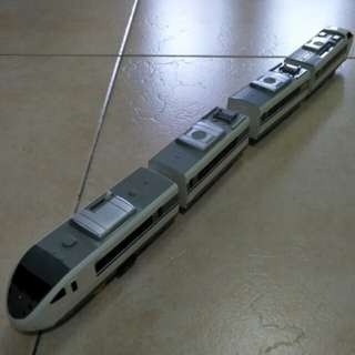 Tomy Plarail 4-car '683 Series' train with couplement!