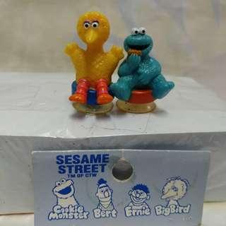 絕版全新 SESAME STREET 芝麻街 COOKIE MOSTER 及 BIGBIRD 吸盤公仔一套 2 件