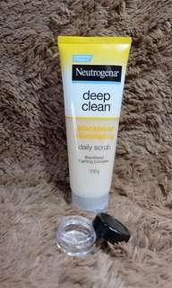 Neutrogena Deep Clean - Blackhead Eliminating Daily Scrub