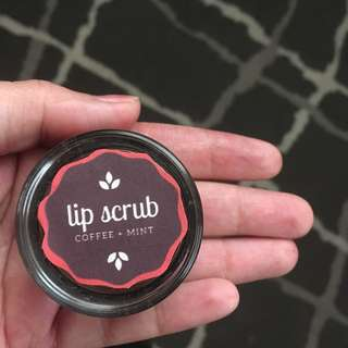 Lip Scrub for dry chapped & damaged lips